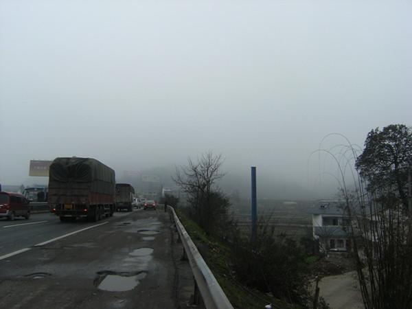 建成前的贵州高速公路广告牌
