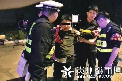 贵阳市交警制服持刀砍人砍车的歹徒